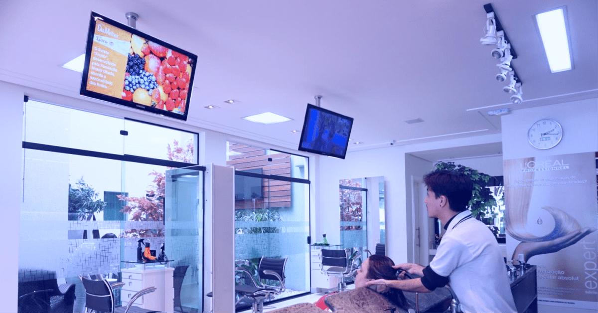 Mídia indoor: Anúncios poderosos nos estabelecimentos que conversam com seu público